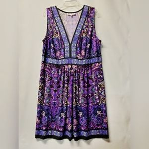 Like new beautiful print v neck ,sleeveless dress